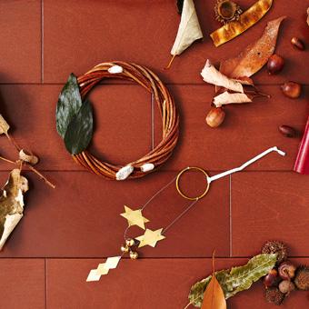 粋更 あけび蔓のクリスマスリース & 冬の鈴飾り画像