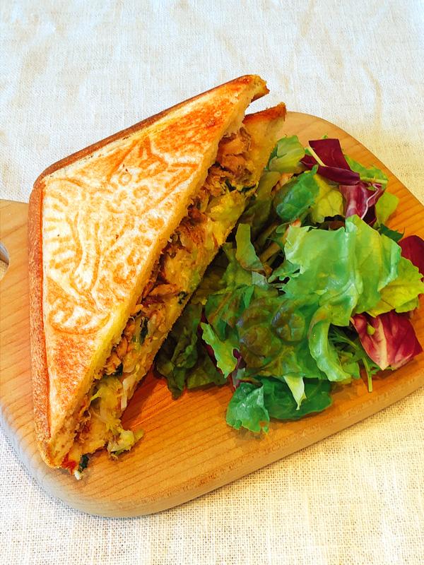 ササミとオカカのレモンマリネ&モッツァレラチーズのホットサンドイッチ