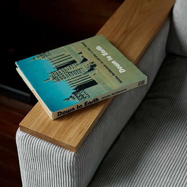 デザインの特徴 アームトップとフロント装飾